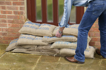 Building a sandbag wall wih self filling sandbags